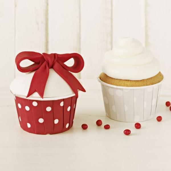 Crinkle Cups rot/weiß gepunktet